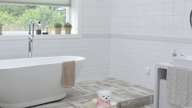 biała łazienka