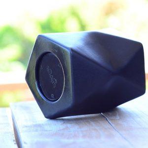 czarny głośnik bezprzewodowy
