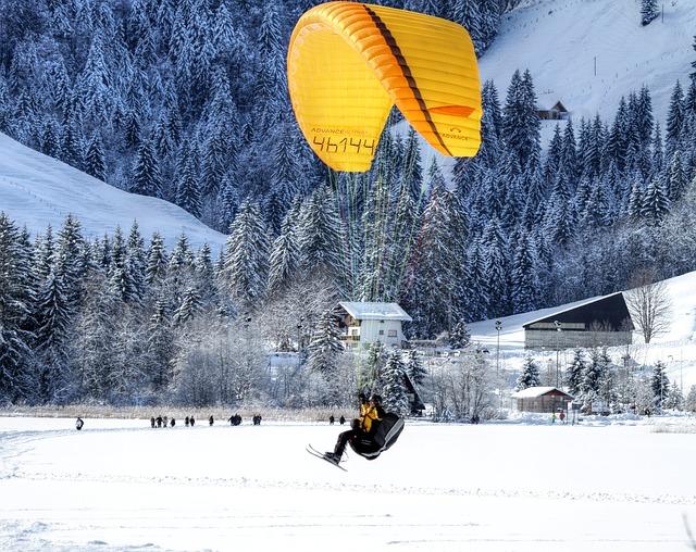 paraglider-253400_640